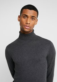 Jack & Jones - JJEEMIL ROLL NECK - Stickad tröja - dark grey melange - 3