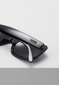 Vans - MN KEECH SHADES - Aurinkolasit - black/dark smoke - 4