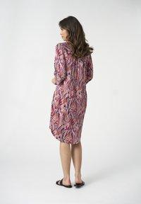 Dea Kudibal - KAMILLE - Shirt dress - persian rose - 2