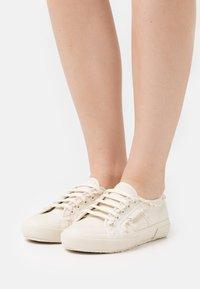 Superga - 2750 LACEPIPING - Sneakersy niskie - beige gesso - 0