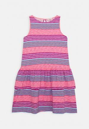 DRESS TEXTURE - Jersey dress - lilac/coral