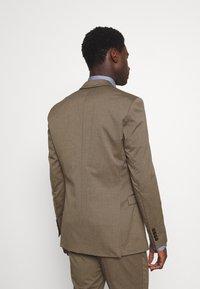 Selected Homme - SLHSKINNY MYLOLOGAN SUIT - Kostym - camel - 3