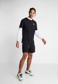 Nike Performance - DRY TEE  - T-shirts print - black - 1