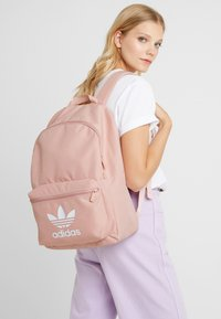 adidas Originals - CLASS - Batoh - pink - 1