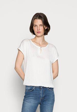T-shirts - off-white