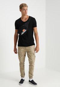 TOM TAILOR DENIM - V-NECK TEE - Basic T-shirt - black - 1