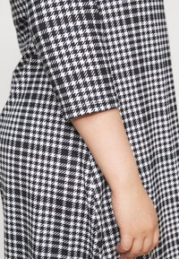CAPSULE by Simply Be - 3/4 SLEEVE SWING - Jersey dress - dogtooth - 5
