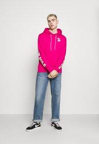 Nike Sportswear - HOODIE - Huppari - fireberry - 1