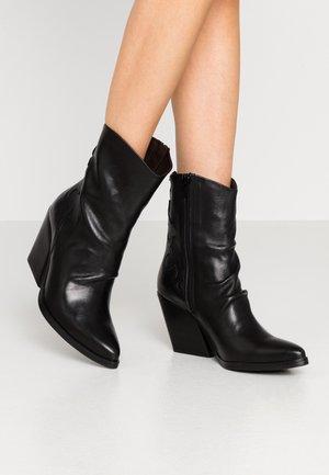 MARGARET - Cowboy/biker ankle boot - belga black