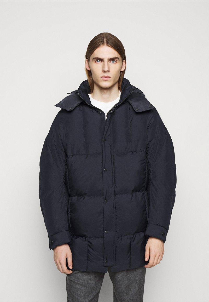 Henrik Vibskov - TILES LONG COAT - Winter jacket - navy