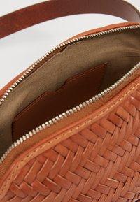 Loeffler Randall - BELT BAG - Marsupio - timber brown - 4