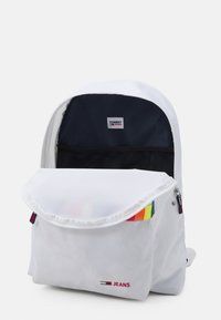 Tommy Jeans - CAMPUS DOME BACKPACK PRIDE UNISEX - Rucksack - white - 2