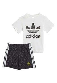 adidas Originals - SHORTS AND TEE SET - Shorts - white - 2