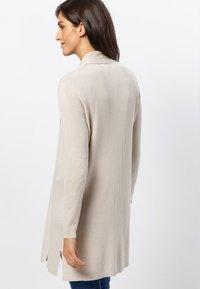 zero - Vest - cream - 2