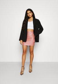 Missguided - BELTED POCKET DETAIL MINI SKIRT - Mini skirt - pink - 1