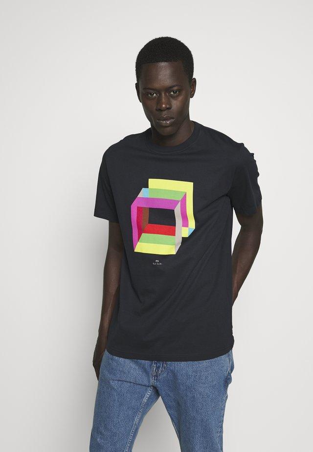 MENS REG FIT CUBES - T-shirt z nadrukiem - navy