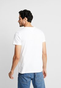 Tommy Hilfiger - CORP SPLIT TEE - T-shirt con stampa - white - 2