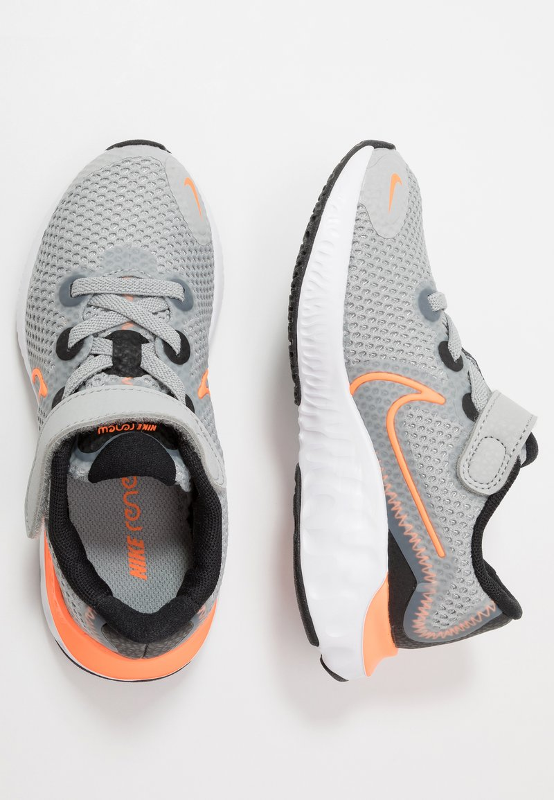 Nike Performance - RENEW RUN - Scarpe running neutre - light smoke grey/total orange/black/white