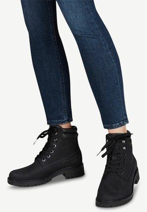 STIEFELETTE - Platåstøvletter - black uni