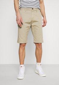 TOM TAILOR - BERMUDA - Shorts - chinchilla - 0