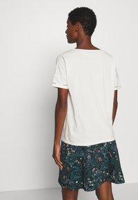 comma casual identity - KURZARM - Print T-shirt - off-white - 2