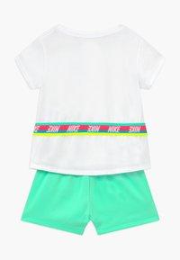 Nike Sportswear - TAPE TEE SET - Tracksuit bottoms - green glow - 1
