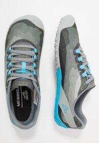 Merrell - VAPOR GLOVE 4 - Minimalistické běžecké boty - monument - 1