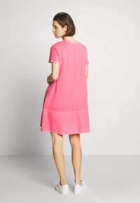 edc by Esprit - FAB MIX DRESS - Vestito di maglina - coral - 3