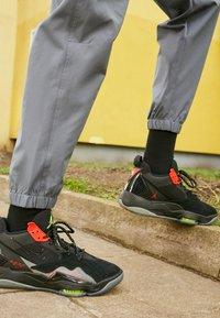 Jordan - ZOOM '92 - Sneakers high - black/volt/chile red/smoke grey - 2
