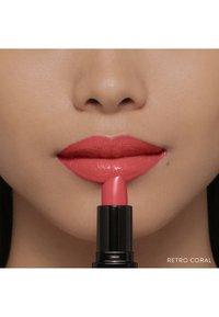 Bobbi Brown - LUXE LIP COLOR - Lipstick - retro coral - 5
