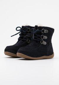 Kickers - BAMARA - Šněrovací kotníkové boty - marine - 1