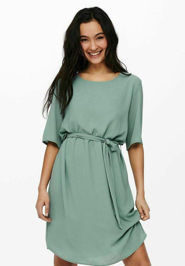 JDYAMANDA - Korte jurk - chinois green