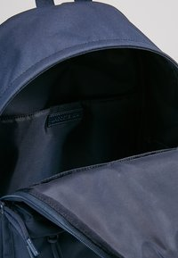 Lacoste - BACKPACK - Sac à dos - marine/peacoat - 4