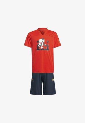 Pantalón corto de deporte - red