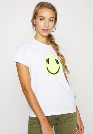 NMSAGA NATE  - T-shirt z nadrukiem - bright white