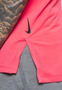 Nike Performance - TANK  - Camiseta de deporte - light fusion red/black - 5