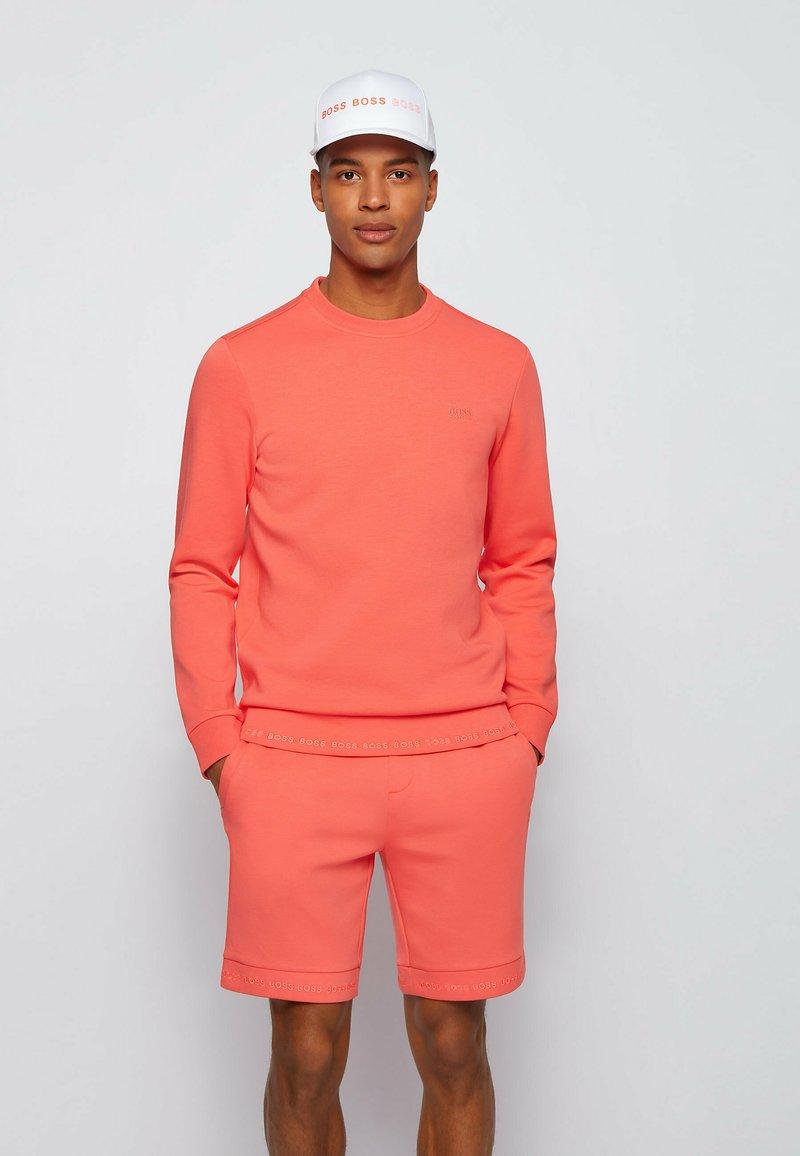 BOSS - SALBO - Sweatshirt - open red