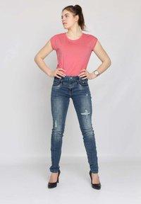Buena Vista - Slim fit jeans - blue destroyed denim - 1