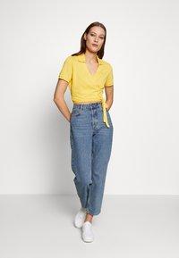 Lacoste LIVE - T-shirt imprimé - yellow - 1