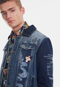 Desigual - CHAQ  ADAM - Kurtka jeansowa - blue - 3