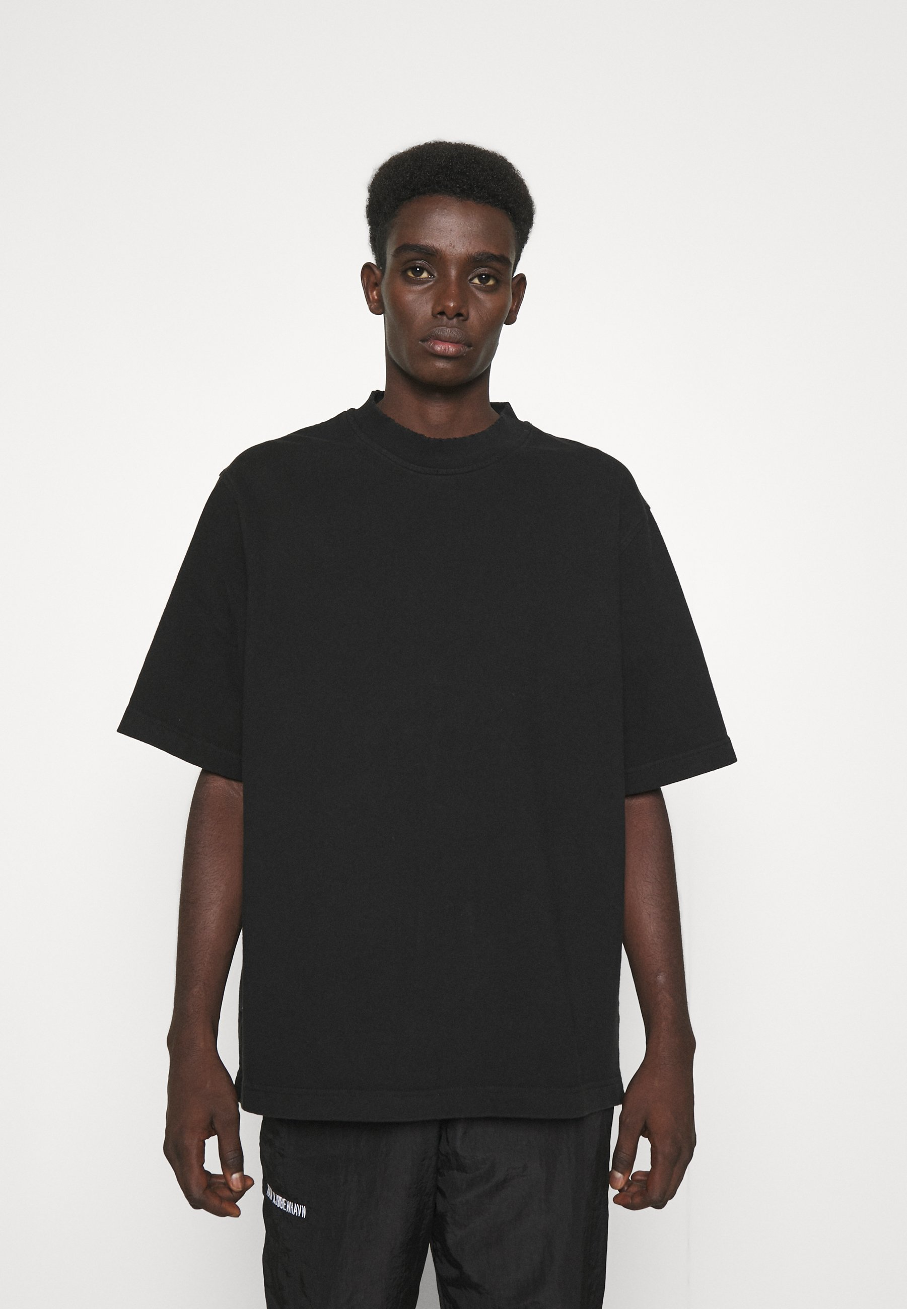 Men DISTRESSED TEE SHORT SLEEVE - Basic T-shirt