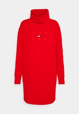 MOCK NECK LOGO DRESS - Robe en jersey - deep crimson