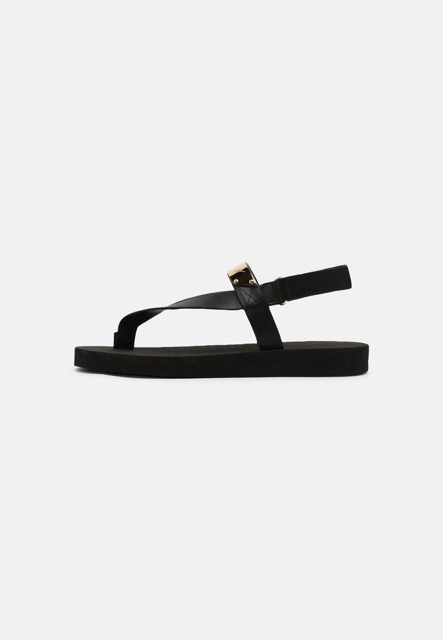 Sandaler m/ tåsplit - black/gold