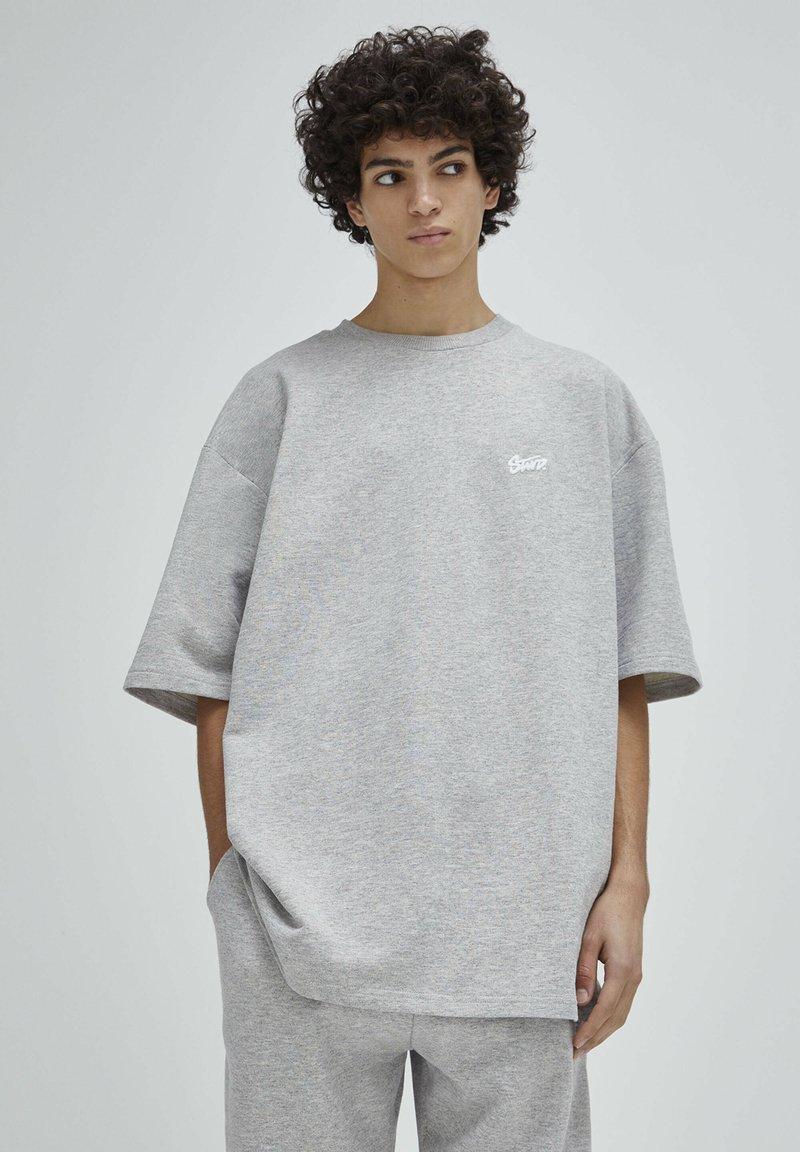 PULL&BEAR - Print T-shirt - grey
