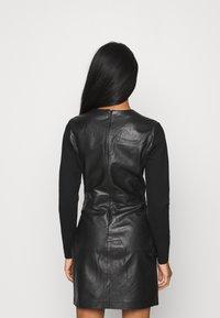 ONLY - ONLLENA DRESS - Denní šaty - black - 2