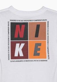 Nike Sportswear - OVERSIZED JUST DO IT AS IF TEE - T-shirts print - white - 3