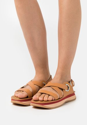 YSEE - Sandalen met plateauzool - tan
