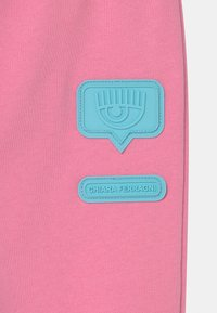 CHIARA FERRAGNI - PATCH  - Tracksuit bottoms - sachet pink - 2