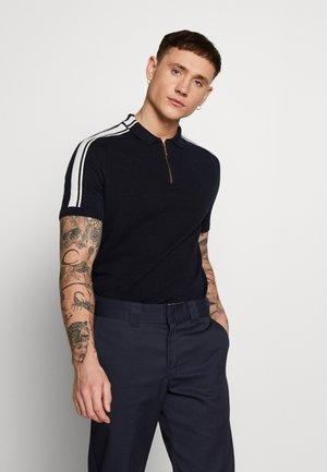 TAPE TEXTURED GOLD ZIP NECK - Polo shirt - navy