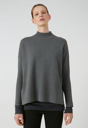 YUNAA - Jumper - mid grey